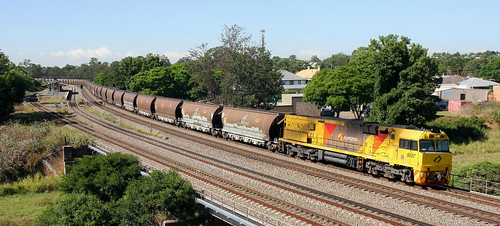 5007 LEADING AURIZON EMPTY COAL. TRAIN IN DISTRIBUTED POWER MODE WITH 5009 TRAILLING.