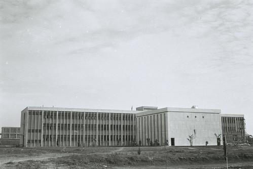 科一館背面-1970